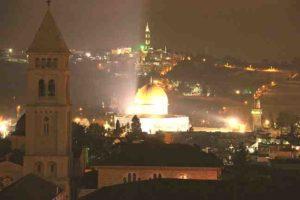 Reise nach Jerusalem: Jerusalem bei Nacht von oben